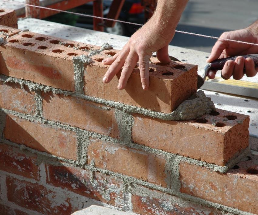 как правильно выложить стену из кирпича